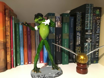 michael jackson frog statue
